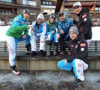 Foto (Credits: ÖSV): ÖSV-Spitzensnowboarder trainieren mit dem Vitalmonitor (v.l.): Lukas Mathies, Claudia Riegler, Sabine Schöffmann, Anton Unterkofler, Alexander Payer und Sebastian Kislinger (vorne).